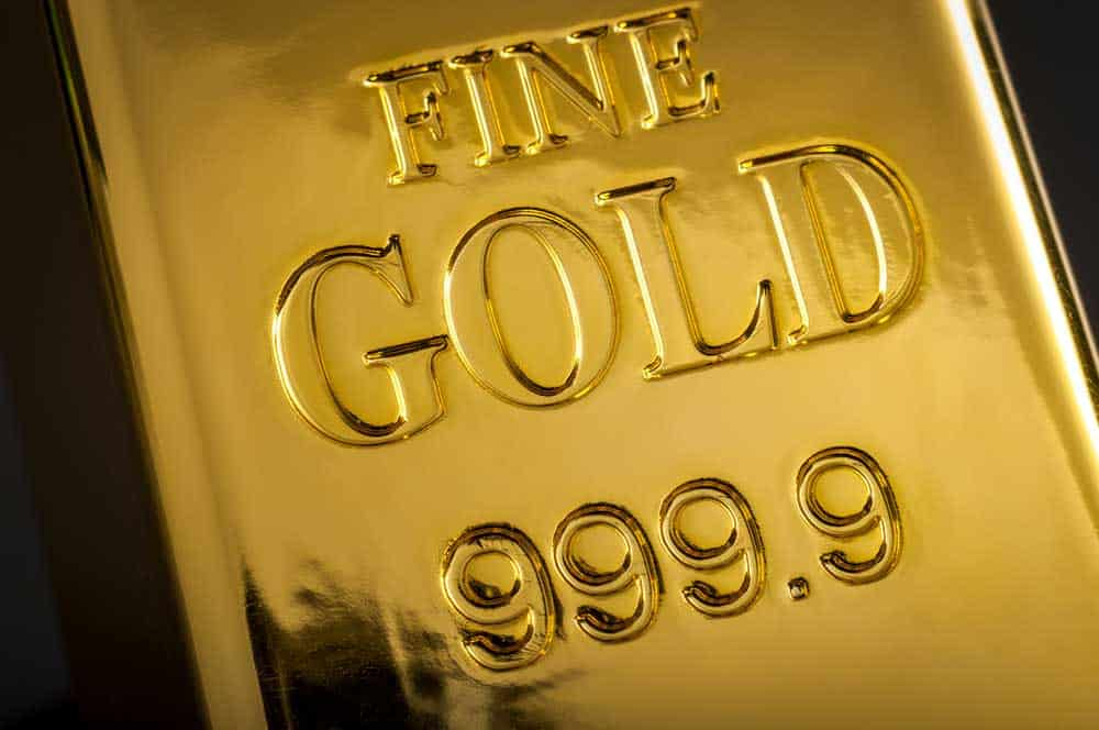 Gold clings to third straight loss