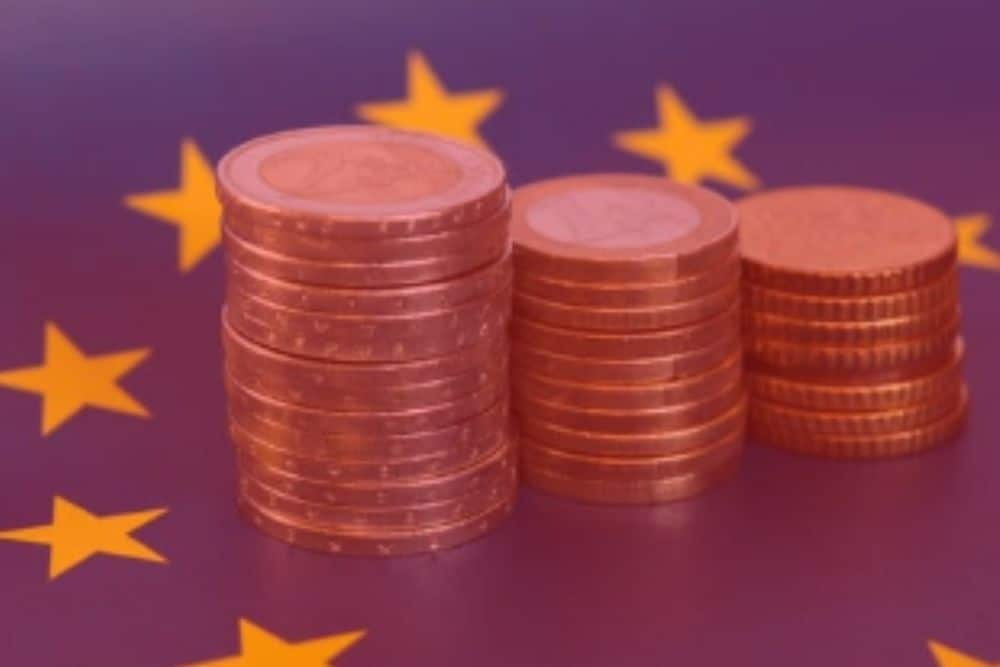 EUR USD Pair Rises In The Initial Session